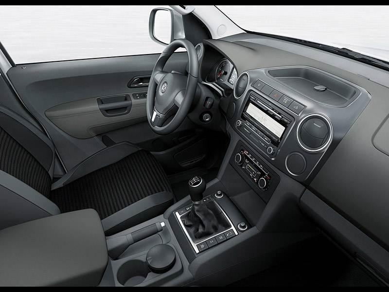 Volkswagen Amarok 2010 вид передней части салона справа