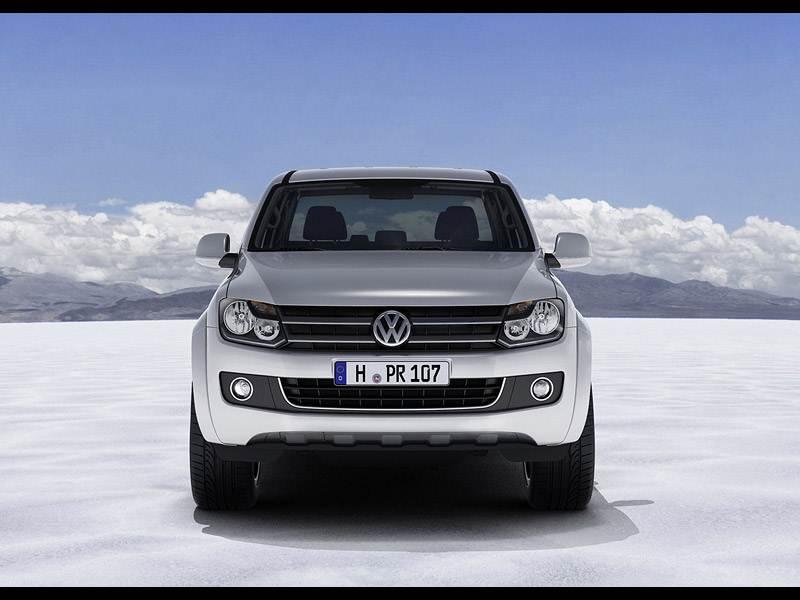 Volkswagen Amarok 2010 спереди выглядит серьезно, но не агрессивно