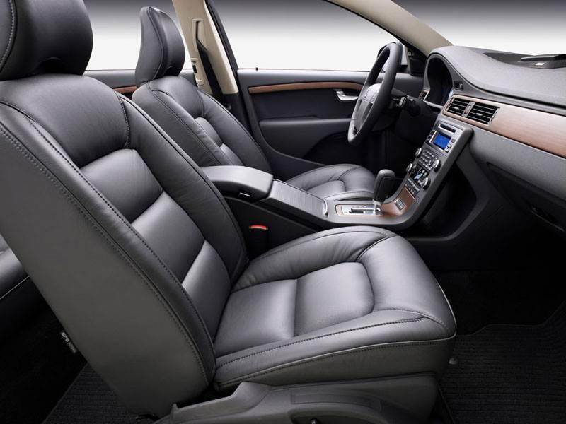 Volvo V70 2007 отличается хорошо спрофилированными передними креслами
