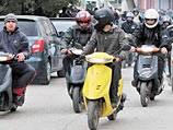 Эсеры хотят запретить езду без прав на скутерах и мопедах