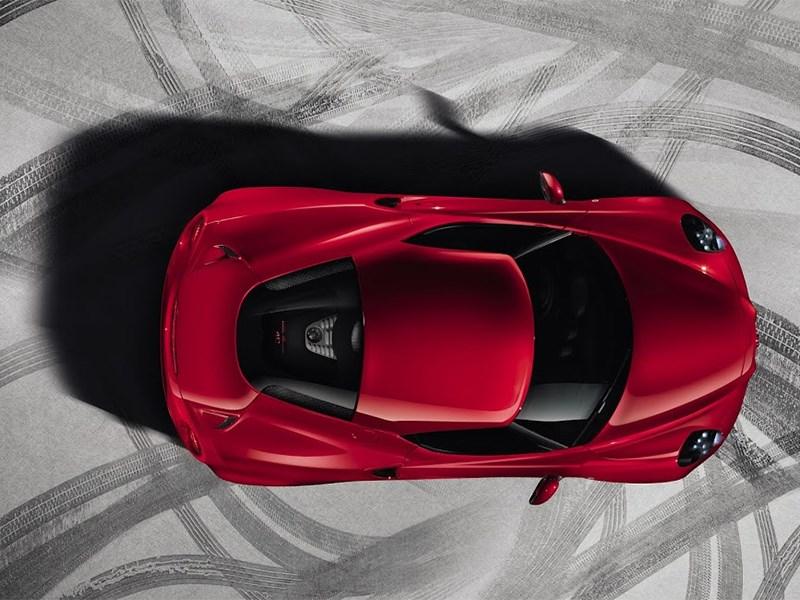 Alfa Romeo 4C 2013 вид сверху