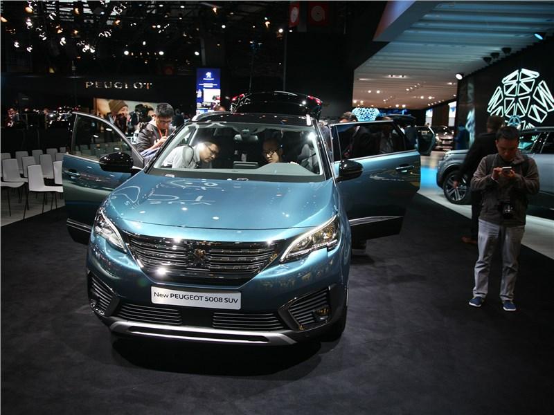 Peugeot 5008 2017 вид спереди