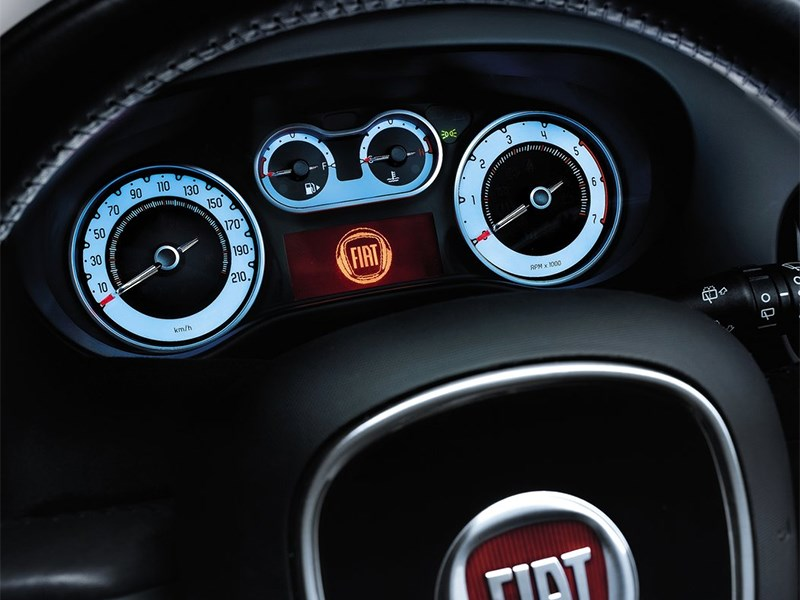 Fiat 500L 2014 приборная панель