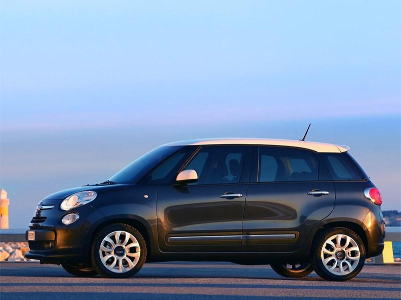 Fiat 500L 2014 вид сбоку