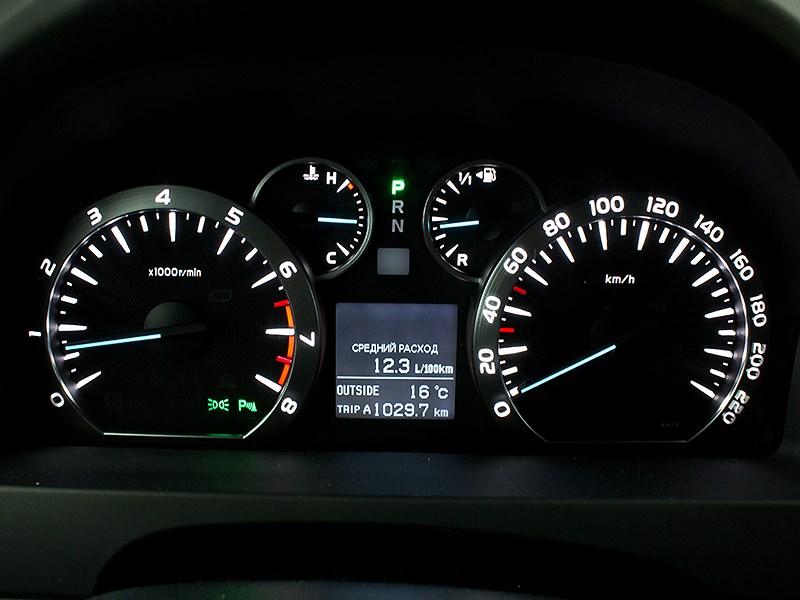 Toyota Alphard 2008 приборная панель