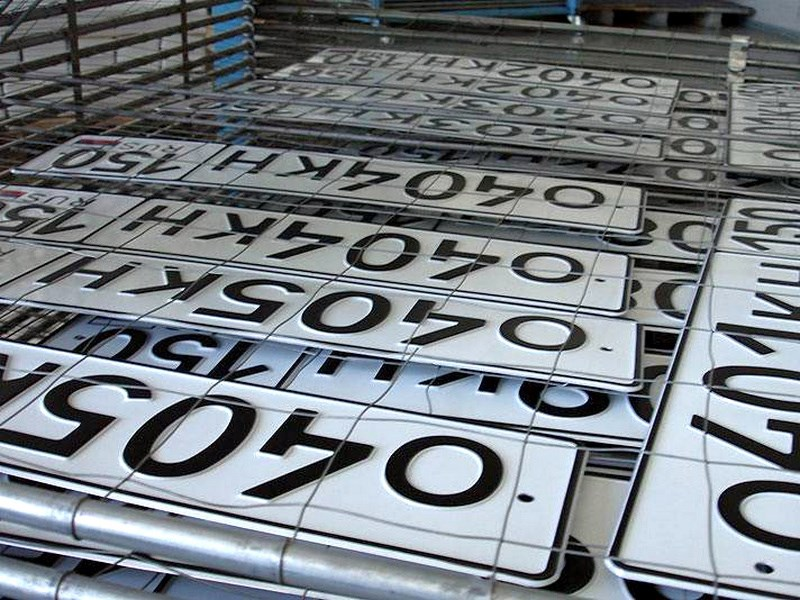 За нарушение правил постановки автомобиля на учет назначат штраф в 3,5 тысячи рублей