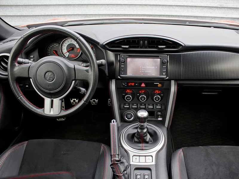 Toyota GT86 2012 водительское место