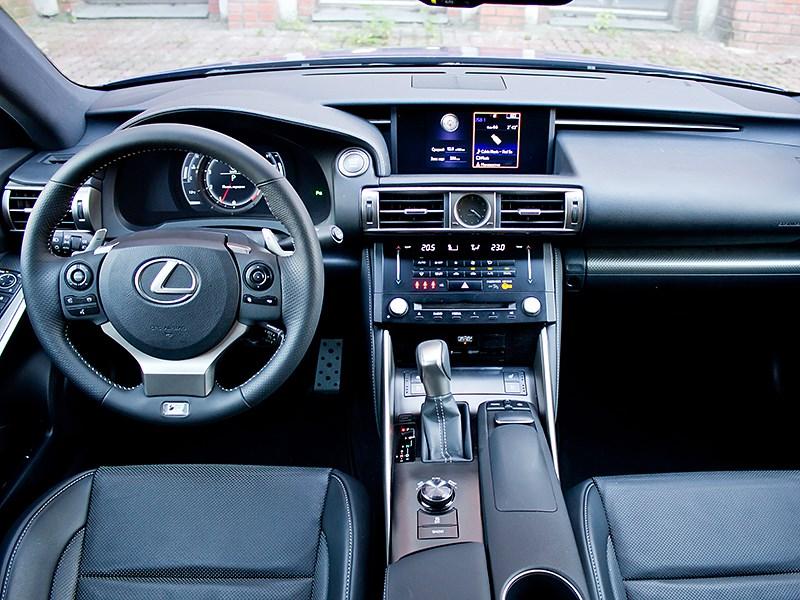 Lexus IS FS 2013 водительское место