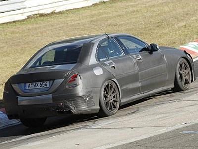 «Заряженный» седан Mercedes-Benz C63 AMG получит новый твин-турбо двигатель