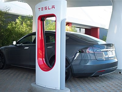 Немецкие промышленники осуждают американскую компанию Tesla за монополистские замашки