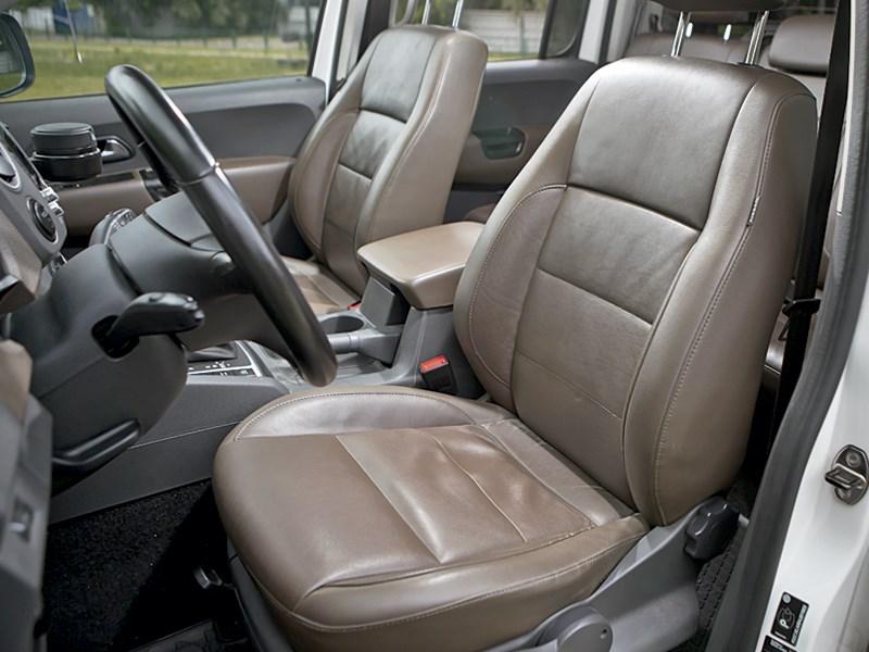 Volkswagen Amarok 2014 передние кресла