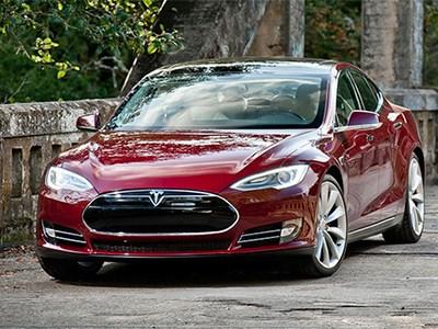 Tesla возобновит производство спортивного родстера Model R