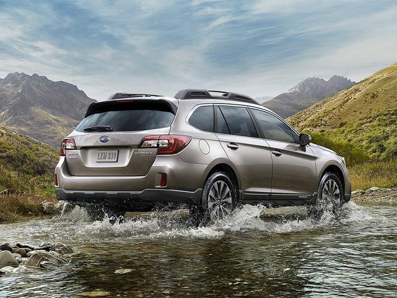 Subaru Outback 2015 вид сзади