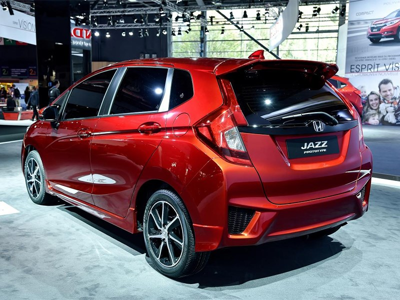 Honda Jazz 2015 вид сзади