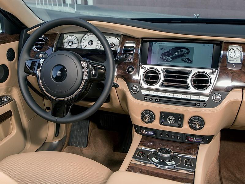Rolls-Royce Ghost EWB 2013 водительское место