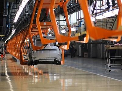 Компании Renault и PSA Peugeot-Citroen приостановили работу своих российских заводов