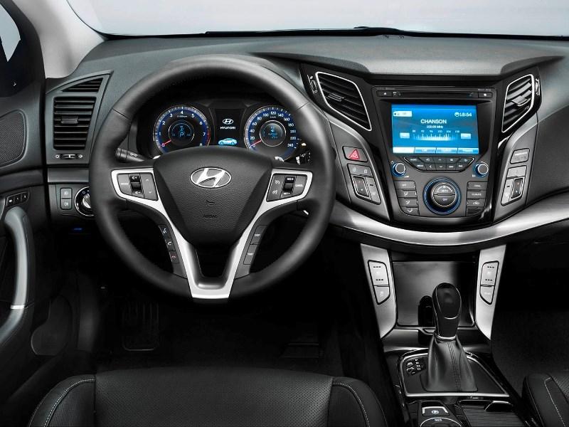Ростовчанин потребовал запретить продажи Hyundai и Kia в России