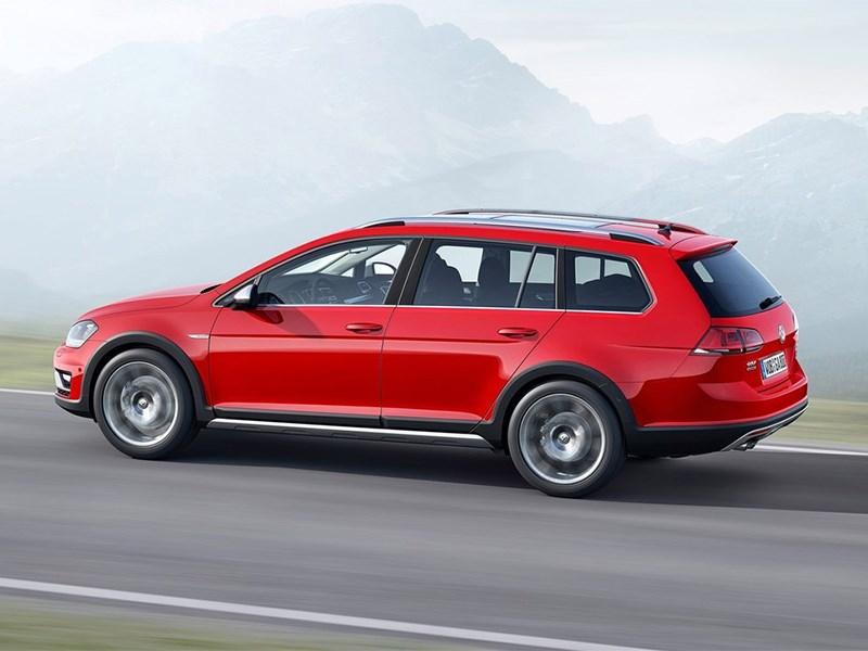 Volkswagen Golf Alltrack 2015 вид сбоку сзади