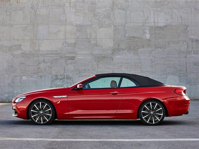 BMW 6-Series Convertible 2015 вид сбоку с крышей