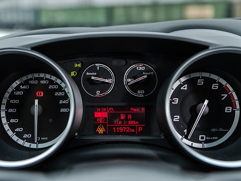 Alfa Romeo Giulietta 2014 приборная панель
