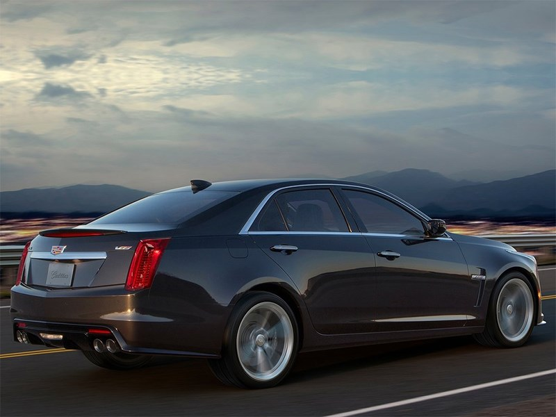Cadillac CTS-V 2016 вид сбоку сзади