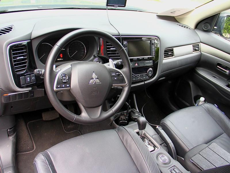 Mitsubishi Outlander 2014 салон