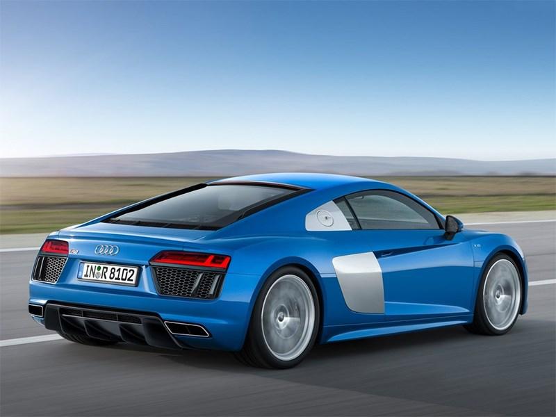 Audi R8 2016 вид сбоку сзади
