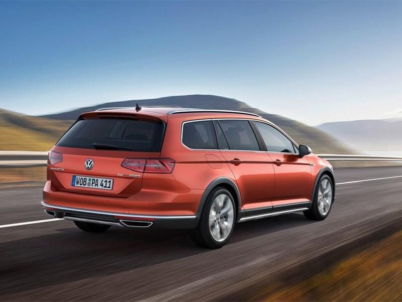 Volkswagen Passat Alltrack 2016 вид сзади