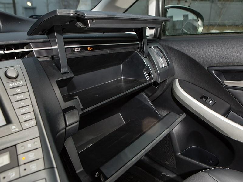 Toyota Prius 2015 перчаточный ящик