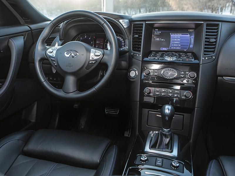 Infiniti QX70 2015 водительское место
