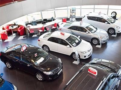 Продажи автомобилей в крупных городах РФ сократились на 41%