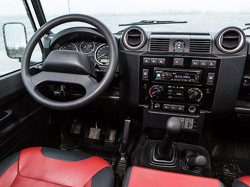 Land Rover Defender 110 2012 водительское место