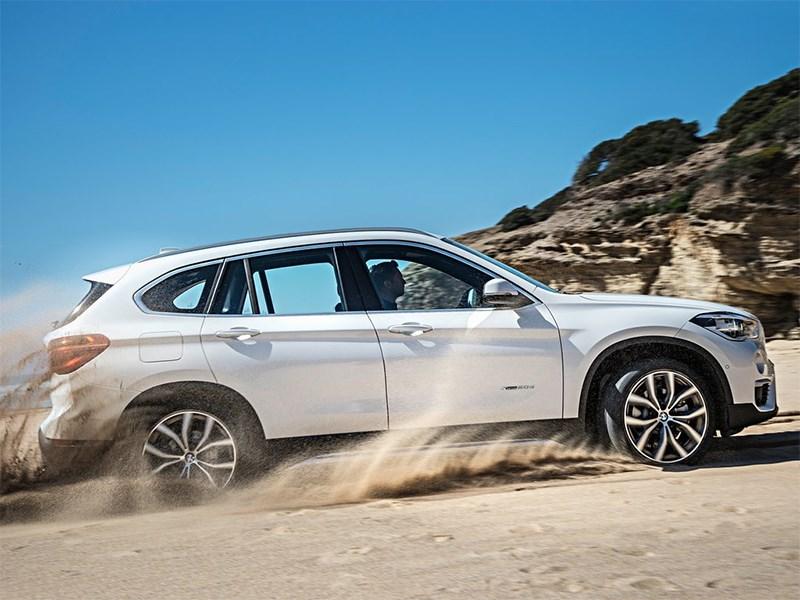 BMW X1 2016 вид сбоку