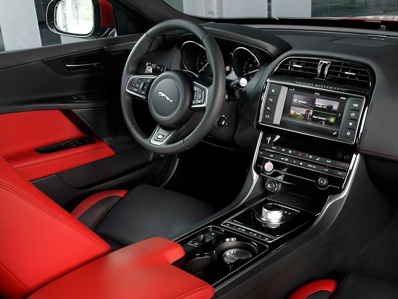 Jaguar XE 2015 салон