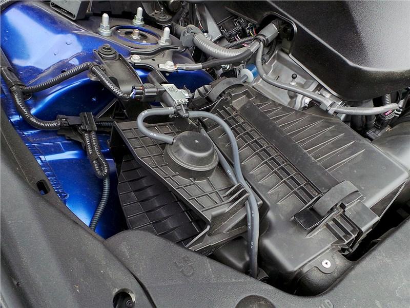 Lexus GS F 2016 моторный отсек