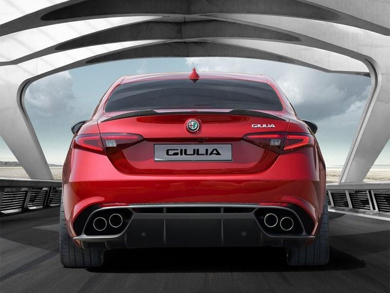 Alfa Romeo Giulia 2016 вид сзади