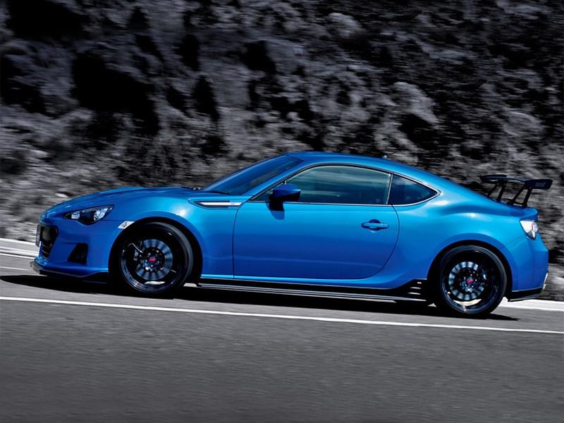 Subaru BRZ STI Concept 2015 вид сбоку на дороге