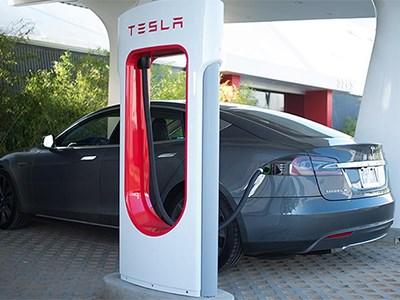 Tesla Motors предоставит 100 зарядных станций хостам Airbnb