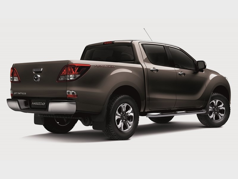 Mazda BT-50 2015 вид сзади сбоку 3
