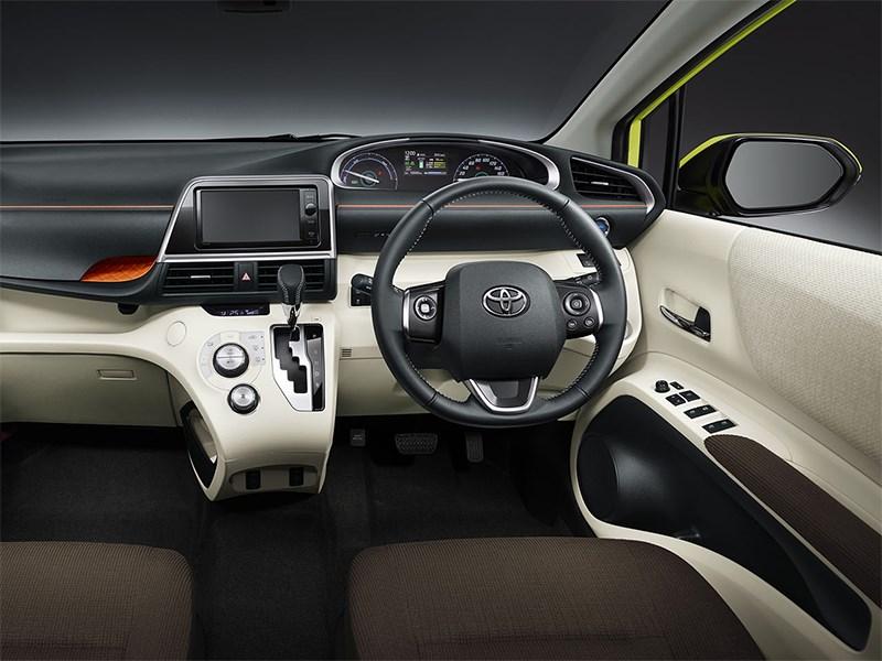Toyota Sienta 2015 водительское место