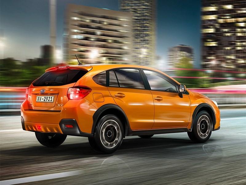Subaru XV 2015 вид сбоку сзади