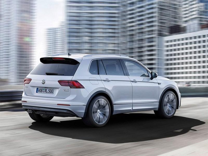 Volkswagen Tiguan 2017 вид сбоку сзади