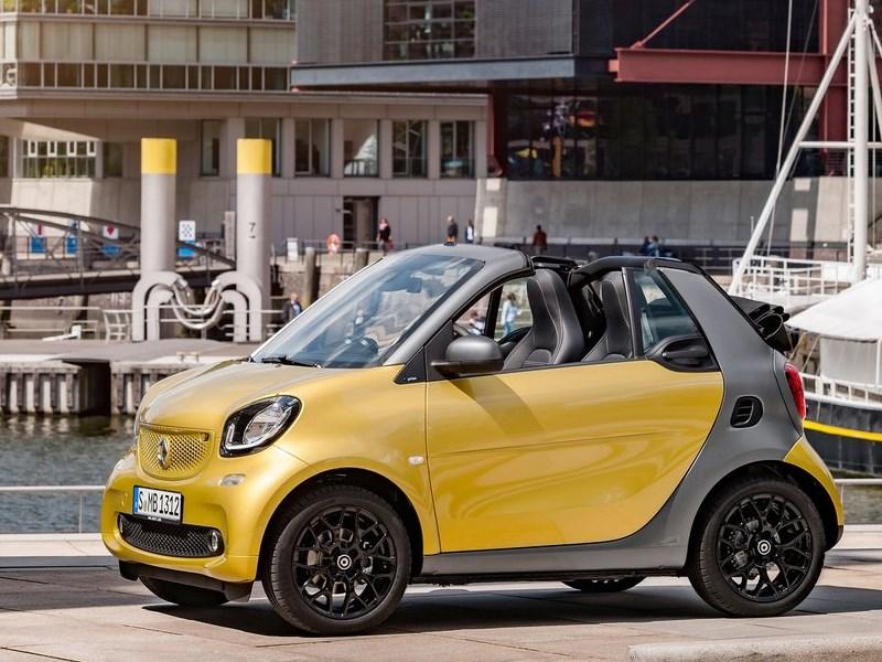 Smart ForTwo Cabrio 2016 сбоку спереди