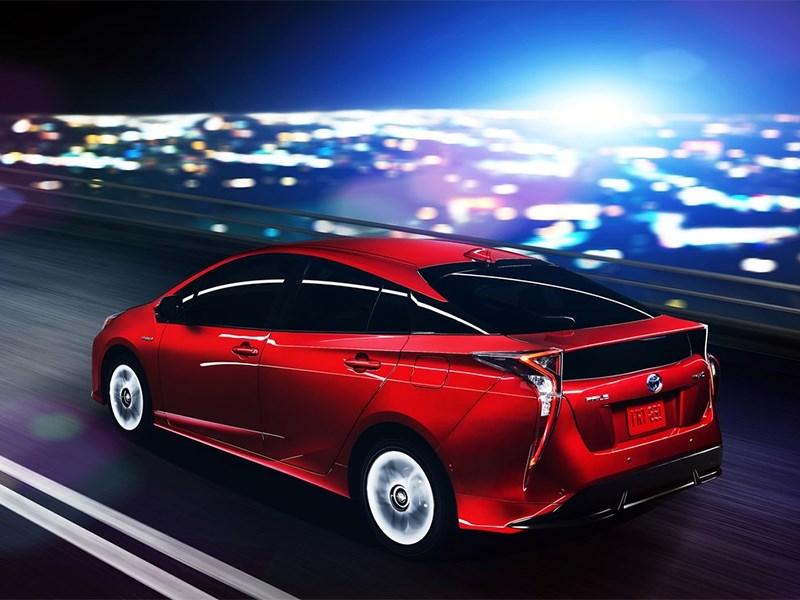 Toyota Prius 2016 вид сбоку сзади