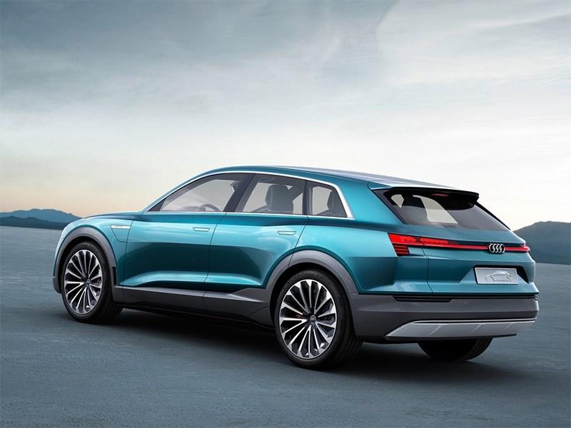 Audi e-Tron quattro 2015 вид сбоку сзади