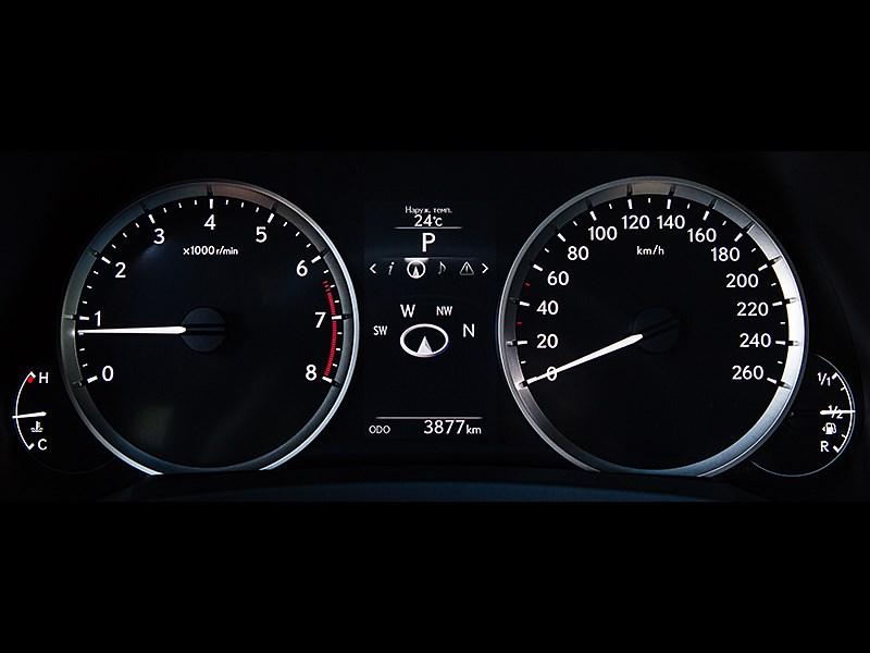 Lexus IS 2014 приборная панель