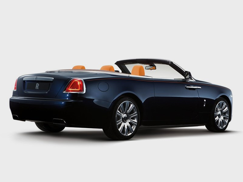 Rolls-Royce Dawn 2017 вид сбоку сзади