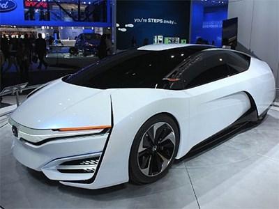 У водородного седана Honda FCV будут еще электрическая и гибридная версии