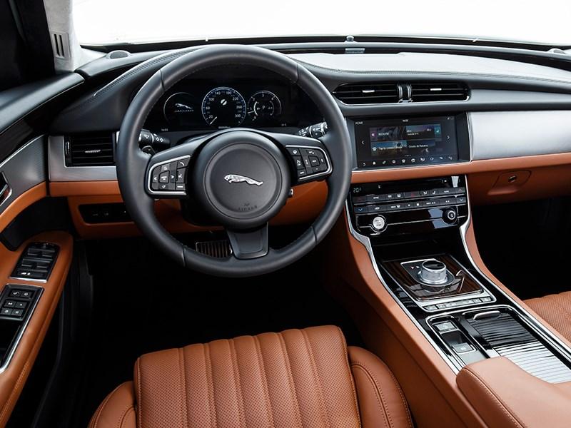 Jaguar XF 2016 салон