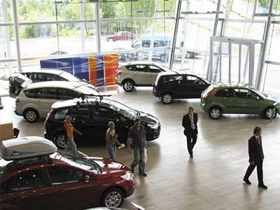 Количество действующих в России дилерских центров резко сократилось